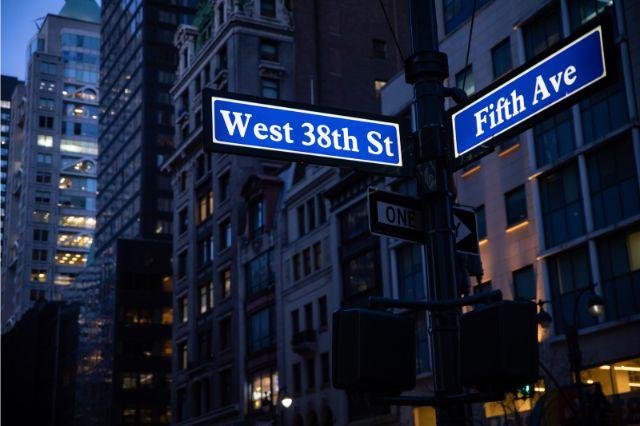 West 38th Stの標識があるグランド・セントラル駅